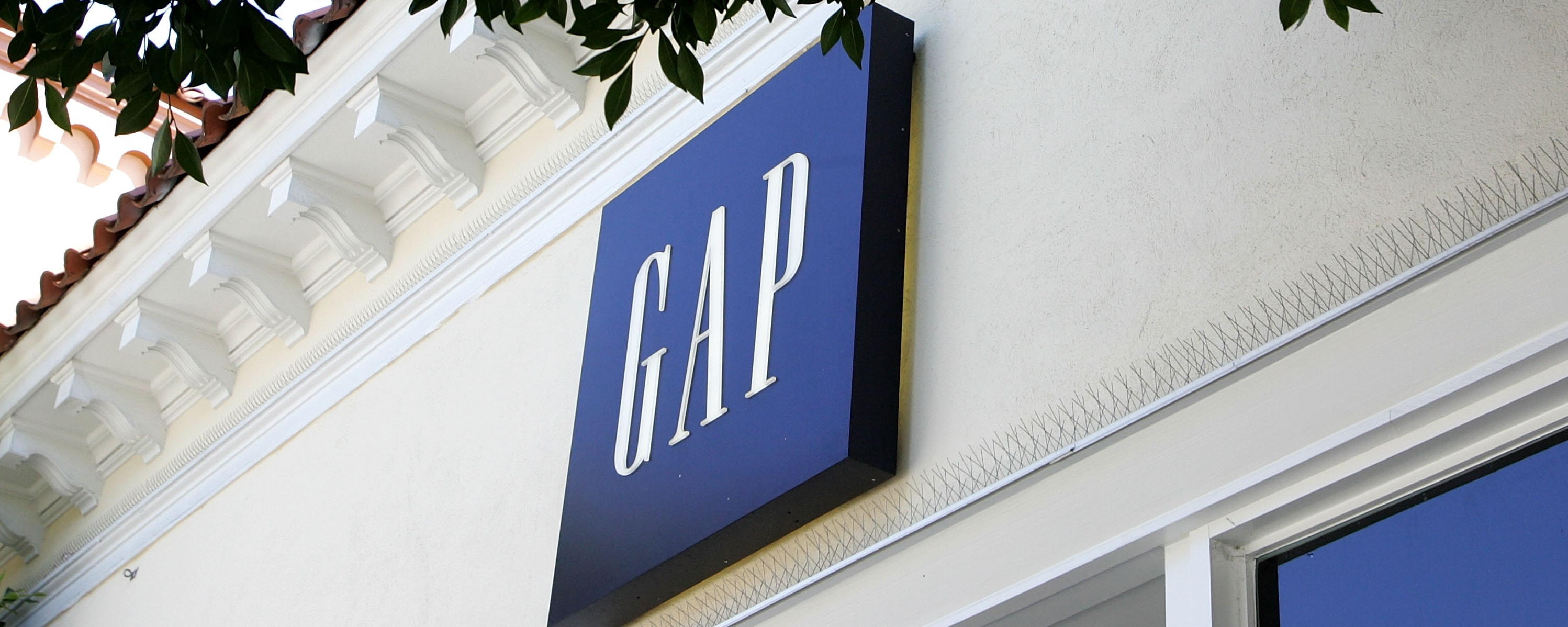 Gap Retail Storefront Sign